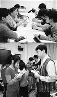 (上圖)歷史系舉辦「歷史學讀書方法座談會」邀請系上教師及研究生為大學部學生補救教學,學生表示獲益良多。(下圖)英文系外聘5位英文教師,利用課餘時間為全校學生執行英文補救教學,圖為其中1位外籍教師執行補救教學後,學生反應熱烈,抓緊時間問問題。