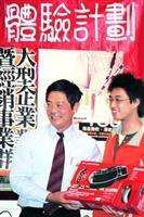台灣微軟總經理龔書哲(左),17日至本校演講,吸引三百餘人報名參加。(攝影�劉瀚之)