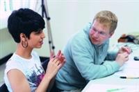 外籍生參加「外籍生學習策略工作坊」,學習中文書面及上台報告技巧。(攝影�黃士航)