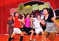 學長姐參加校園活動,活潑的表演,自信秀出自己。