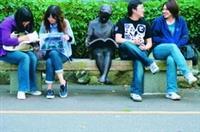 覺生紀念圖書館前「讀書的少女」雕像