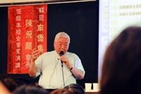 南僑集團會長陳飛龍26日蒞校演講,同學紛紛慕名來聽講。(攝影�黃乙軒)