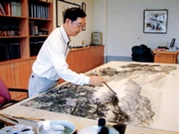 """The artist in residence at Lanyang, Chou Chen, is drawing for the exhibition, """"Beauty of Lanyang"""", that is to commemorate the 56th TKU founding anniversary."""