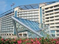蘭陽校園實施英語教學,大三全體出國一年。