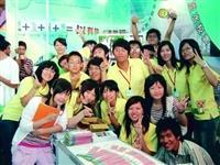 高雄校友會動員社員參與南區大博會,熱情推薦淡江。(圖�招生組提供)