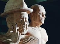 吳榮賜完成阿岱伯雕塑