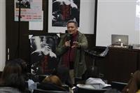 淡江之聲邀請角頭音樂張四十三講座,主題:《我不流行二十年》