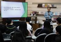 通識月性別平等講座英文系副教授黃永裕「分析《麥迪遜之橋》的女性情欲解放」