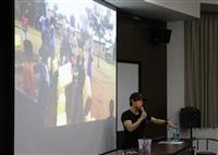 資圖系邀請youtuber林辰主講「現代必修課 我的資訊攻略」,他曾至烏干達服務、創辦 「臺灣吧」