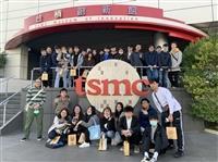 莊程豪帶領同學參觀台積創新館及同步輻射中心