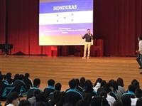 外交與國際系學生至新店高中國際教育週分享