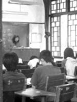 上課規則備受爭議,教務處表示尊重老師的意見。(記者劉育孜攝)