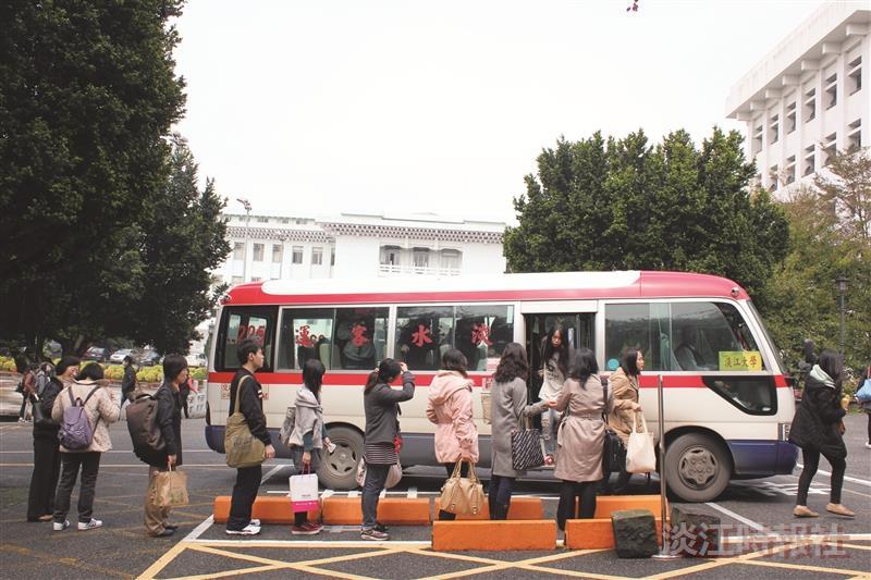 淡水客運紅28希望藉由增開班次及延伸路線的方式,有效落實師生共乘制。(攝影/梁子亨)