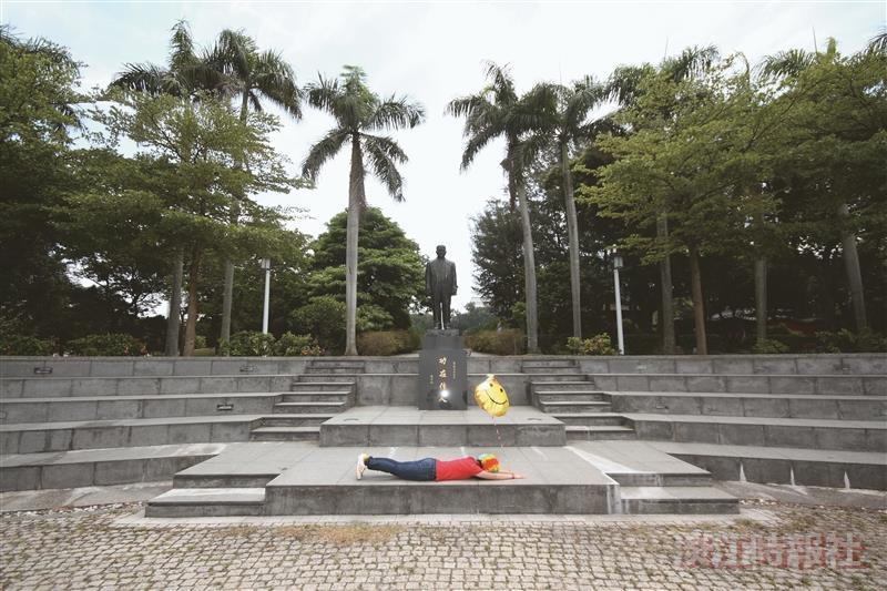 驚聲銅像廣場+驚聲爺爺