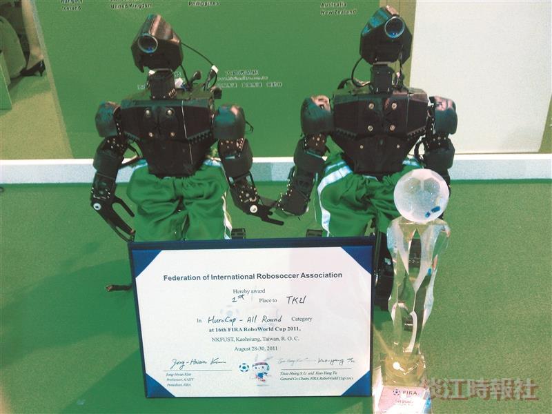本校電機系機器人在「台北國際機器人展」亮相。(圖/電機系提供)