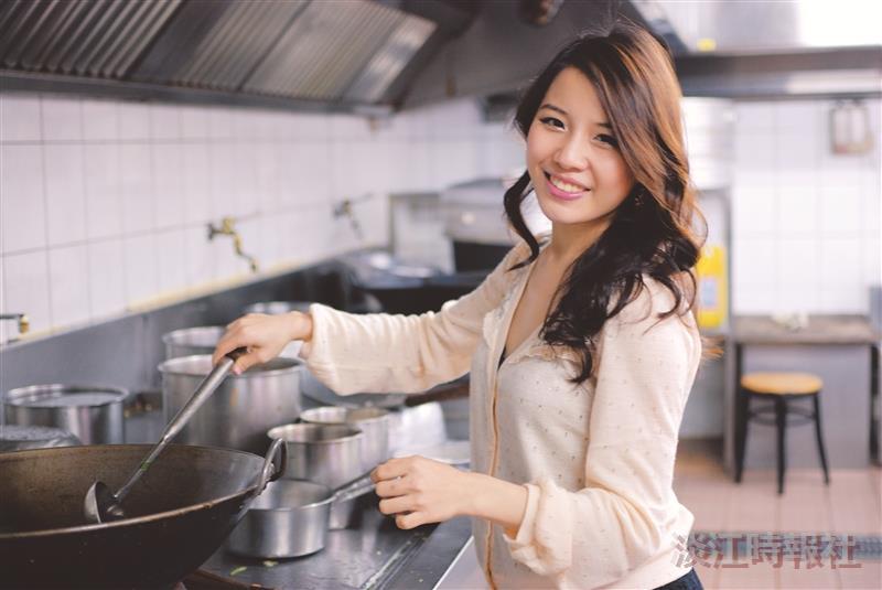 【校園話題人物】幸福小廚娘 英文四邱韻文