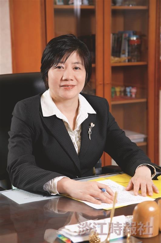 蕭碧燕13年來的基金定期投資,被譽為「定期定額教母」,她樂於分享他的理財經驗,經常在各式場合中演講,教導投資人正確的投資觀念。(圖/蕭碧燕提供)