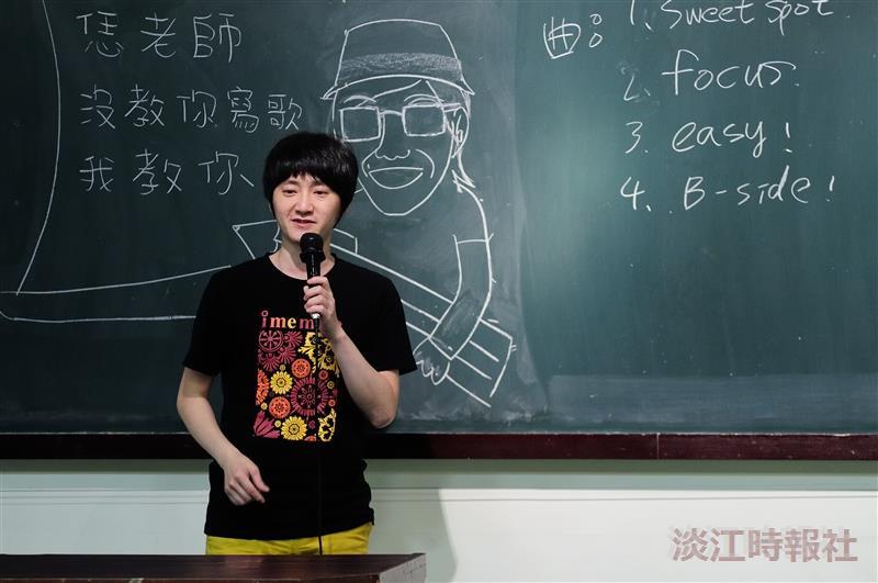 旺福主唱小民來校演講,吸引大批粉絲到場支持。(攝影/鄧翔)