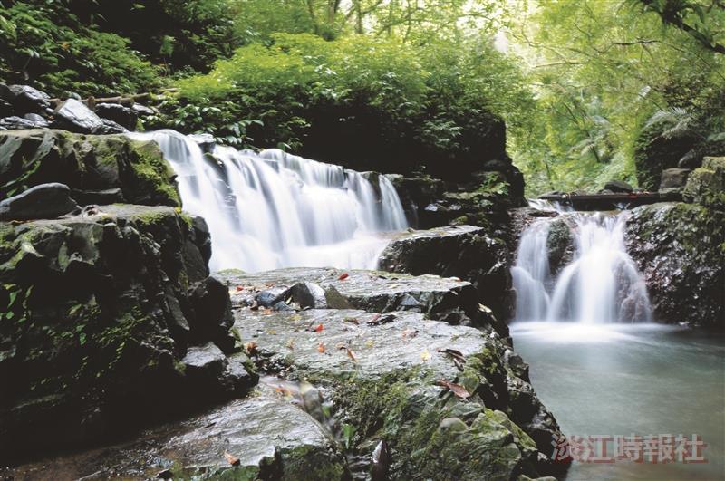林美石磐步道區中,山巒疊翠、溪水源源不斷,唯美的林美溪瀑景色,讓人流連忘返 ,是你休閒的好去處。