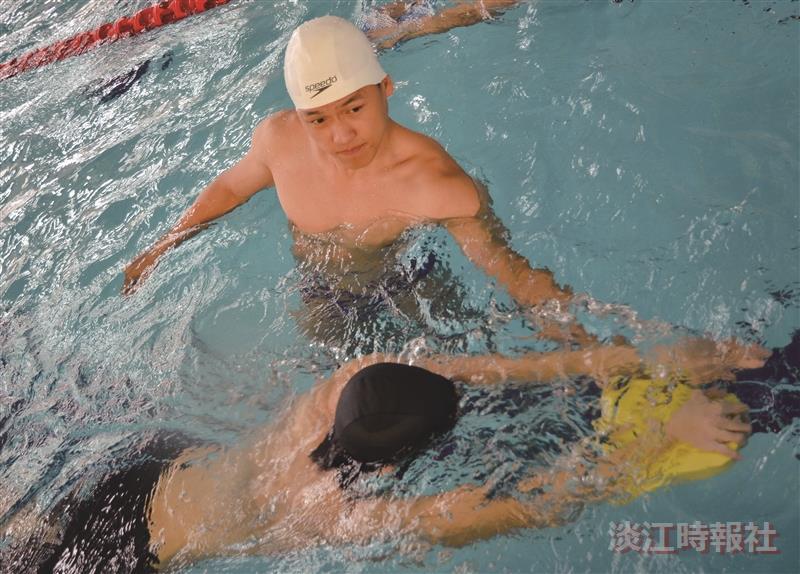 免費游泳教學週 讓全校泳起來