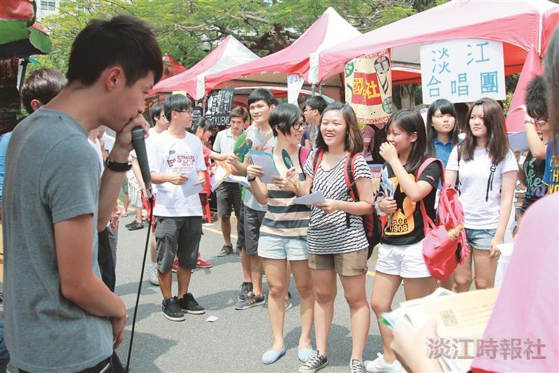 漾,Young青春」博覽會登場 海報街 蛋捲廣場 社團擺攤吸人氣
