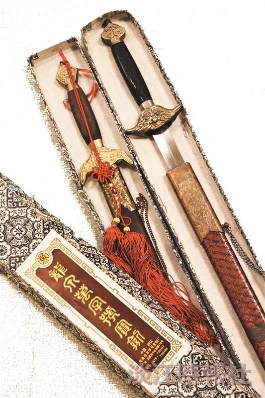 長達   公分、重    公斤的陳太劍、內家劍,是陳氏太極拳社和內家武學社的流傳寶劍,只會出現在社長交接儀式上。(圖/陳氏太極拳社提供)