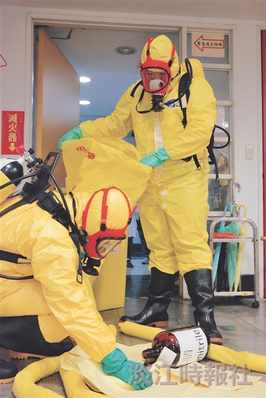 強化災害防救能力 罕見「C級防護衣」上陣