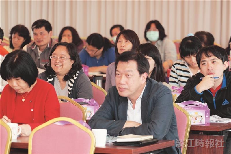 在100學年度全面品質管理研習會中,參與的同仁均專注聆聽各項會議議程。