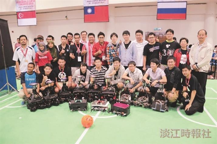FIRA大賽 本校機器人團隊抱3金1銀1銅
