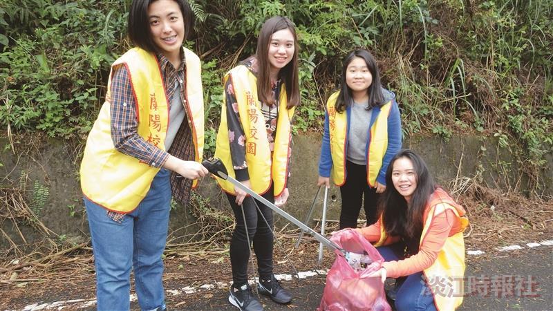 蘭陽37師生挽袖 林美步道服務學習