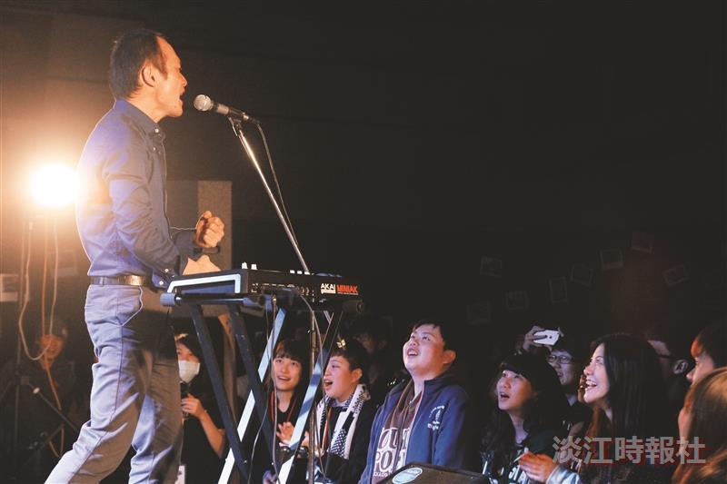 覺軒Live House 4百人嗨唱