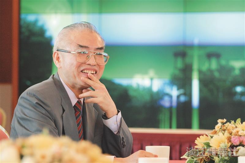 亞太區慈善英雄徐航健 返校分享儉樸投資哲學