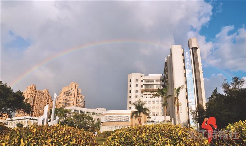 哇!是彩虹!快拍