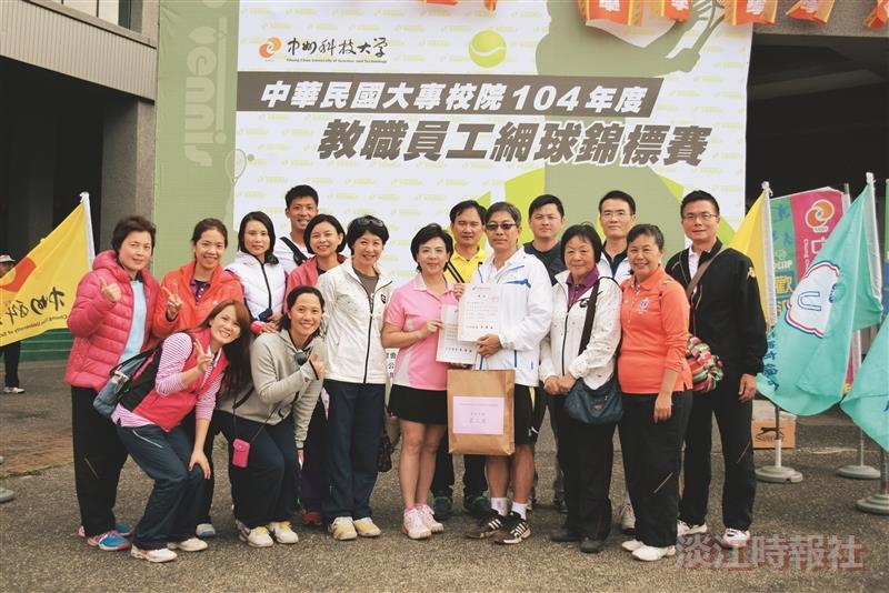 張校長奪教職網球賽首長組亞軍