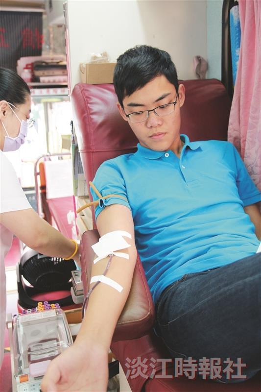 熱血504袋散播愛 捲袖捐熱血