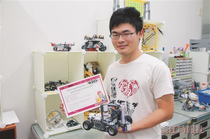 電機三陳柏瑞 樂高機器人高手 玩出未來路