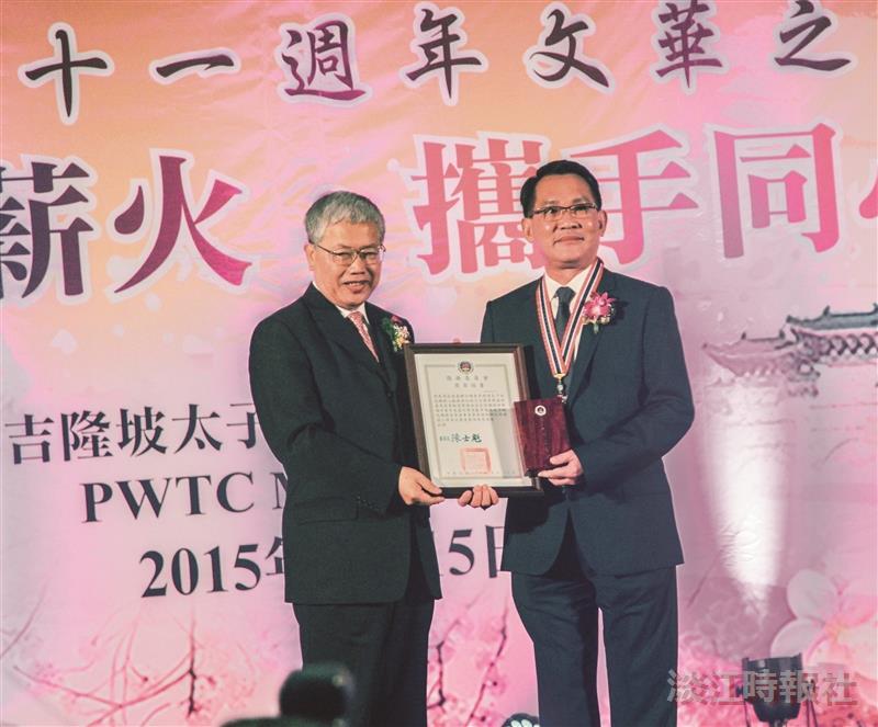 李子松獲頒二等華光獎章