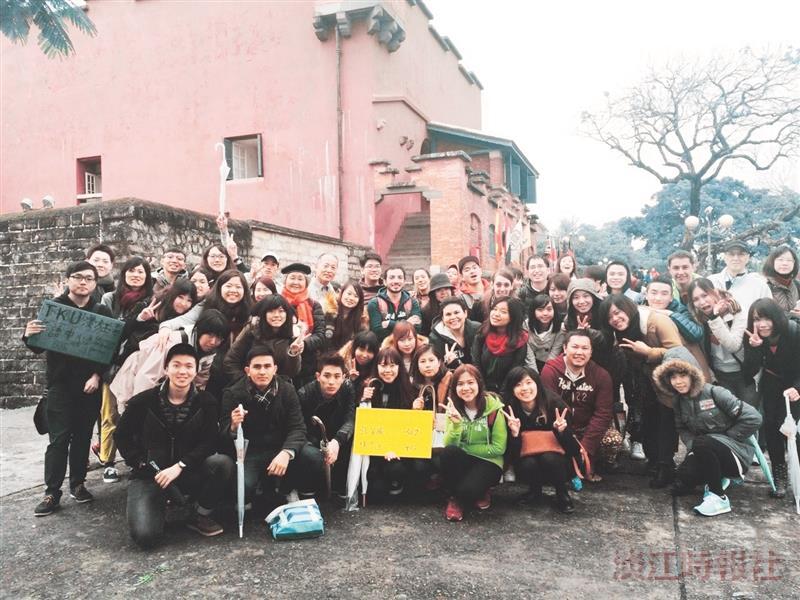 成教部領外籍生學華語 遊淡水