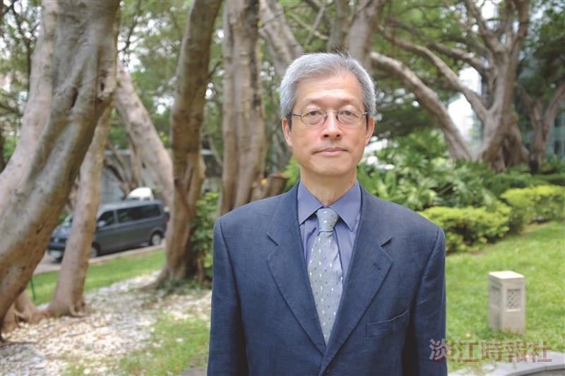 外語學院法文系系主任鄭安群