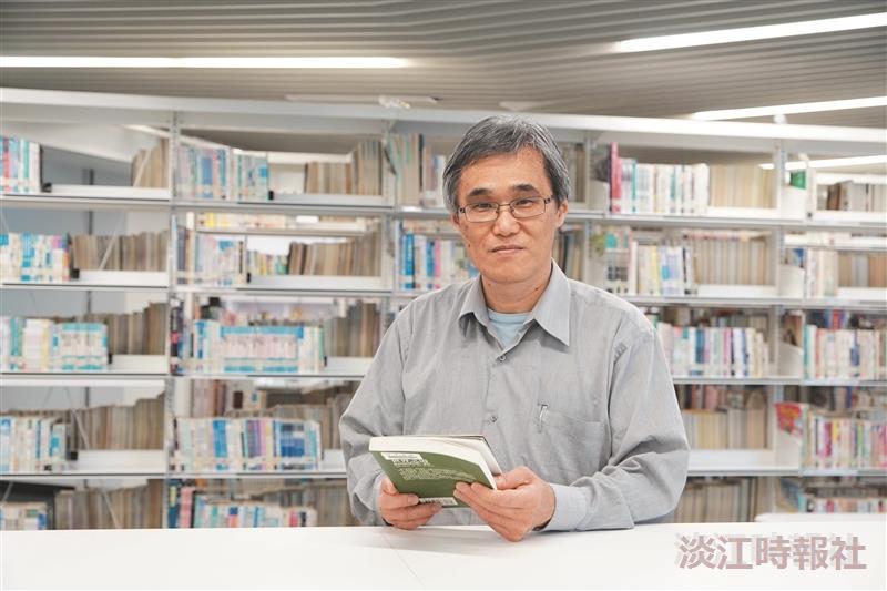 新北市立圖書館館長 高鵬融入城鄉特色歡迎「路過」
