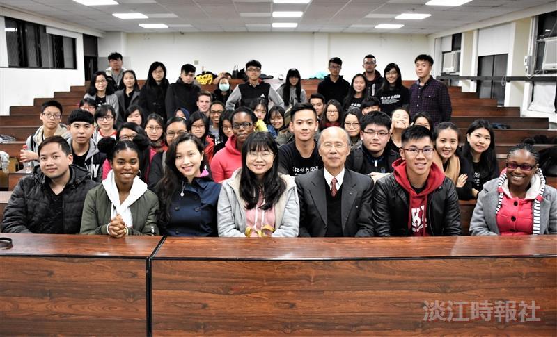 外交與國際系邀請法文系校友呂慶龍演講