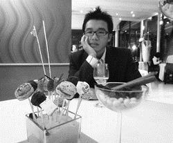 林宗賢在米其林餐廳品嚐美食。