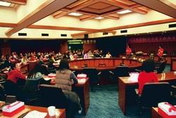 本校於99年3月26日舉辦的「98學年度全面品質管理研習會」,全員參與,大家皆聚精會神聽講。