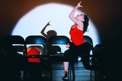 舞研社成果展曲風多元,圖為現代爵士舞表演。(攝影�黃士航)
