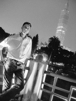 來台已七年的歐德曼遊遍台灣各地,對台北地標一○一更不陌生。(圖�歐德曼提供)