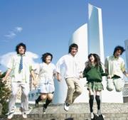 上週四(20日)由21系與公關社聯合舉辦的制服日,各系同學穿著高中時代的制服,開心地重溫往日歲月。(圖�黃士航攝)