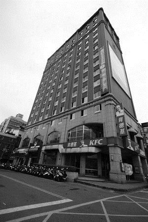 ←本校男宿淡江學園生活機能好、交通便利、設施完善,是男同學住宿的首選。
