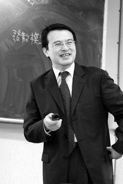 產經系於本月 日邀請中央大學經濟系教授徐之強講授「外人直接投資與景氣循環」,讓同學與時俱進、吸收新知。(攝影�劉瀚之)