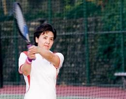校長張家宜練習網球有成,大學時期還參與網球校隊。