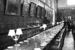 建於1529年的牛津「基督教會學院」大餐廳,也是電影哈利波特全員聚會的場所。